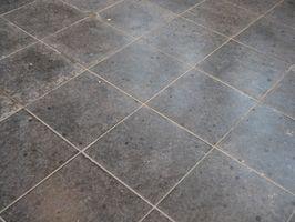 Cómo limpiar un viejo piso de baldosas de cocina