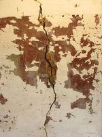 Cómo aplicar parches a grietas en los cimientos