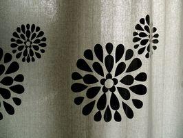 Cómo eliminar el moho Negro Desde una cortina de ducha de plástico