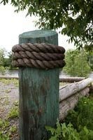 Cómo establecer un poste de la cerca del cedro