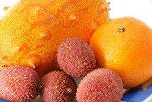 Las frutas tropicales que crecen en los árboles