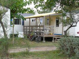 Las ideas exteriores para una casa de doble ancho Fabricado