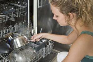 Cómo solucionar problemas de una luz intermitente en un lavaplatos Kenmore