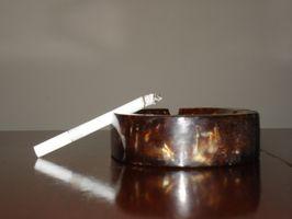 Cómo quitar el olor a humo de cigarrillo de la casa