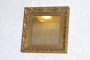 Cómo colgar espejos grandes en una pared