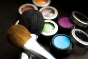 Lo Limpia maquillaje desde lo alto de un aparador?