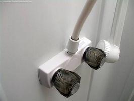 Cómo arreglar una ducha RV fontanería fugas