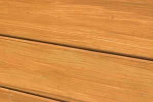 Cómo limpiar pisos de madera con un revestimiento de óxido de aluminio