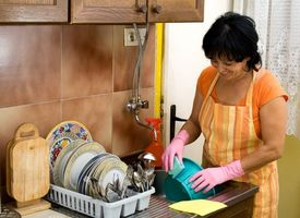 Cómo quitar las manchas grises Desde un tazón de melamina