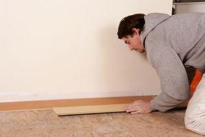 Cómo cortar el suelo laminado en ángulo