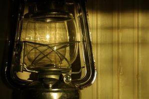 Cómo limpiar un derrame de aceite de la lámpara