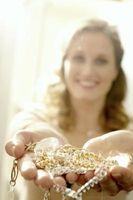 Cómo limpiar Oro y Diamantes en el hogar
