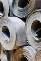 Cómo reemplazar una sección de papel de alquitrán en el tejado