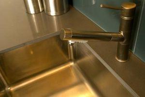 Cómo reparar un fregadero de acero inoxidable que está descolorida