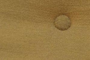 Cómo agregar Tufting botón a un cojín del sofá