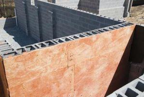 Cómo rellenar los agujeros en una pared del bloque de escoria
