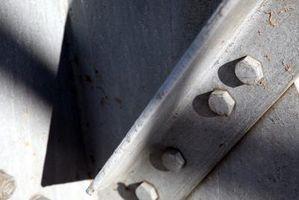 Cómo decorar vigas de soporte de metal en el techo