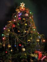 Cómo eliminar el moho de un árbol de Navidad artificial