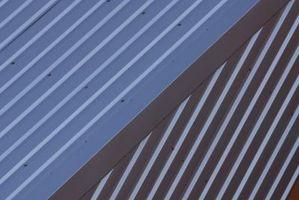 Cómo instalar un techo de metal en las costuras
