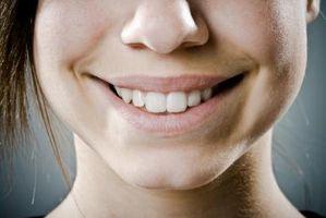 Cómo quitar las manchas amarillas en los dientes en el hogar