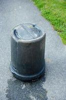 Cómo mantener a las moscas y gusanos Fuera de Botes de basura