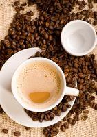 Cómo conseguir una mancha del café hacia fuera
