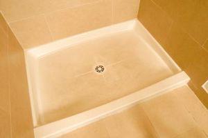 Cómo instalar un plato de ducha con herramientas de azulejo