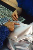 ¿Qué causa las manchas azules en la lavandería?