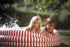 Formas naturales para limpiar una piscina para niños