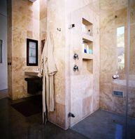 Los pros y contras de las puertas sin marco de ducha