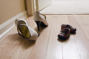 ¿Qué puedo usar en mi piso de madera dura para hacer un bonito brillo?