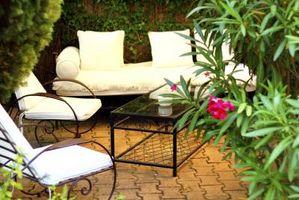 Cómo instalar un patio al aire libre Uso de soleras