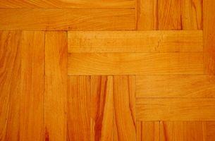 Cómo limpiar pisos de madera con vinagre para quitar residuo pegajoso