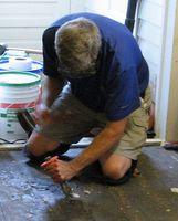 Cómo quitar sótano Baldosas de suelo de asfalto