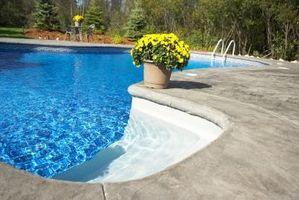 El hipoclorito de calcio en una piscina de hormigón