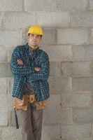 No paredes de concreto deben ser sellados Antes de que el revestimiento de ladrillos está guardada?