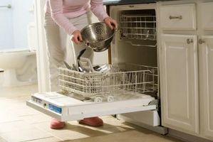 Cómo solucionar problemas de un lavavajillas de platos sucios en el estante superior