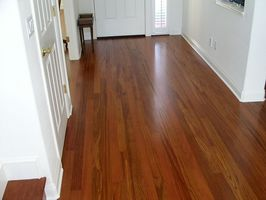 Cómo mantener los pisos de madera como nueva