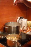 Cómo limpiar las sartenes con el cremor tártaro y Vinagre