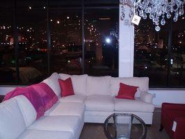 Cómo mantener a un sofá de color claro limpio y libre de manchas