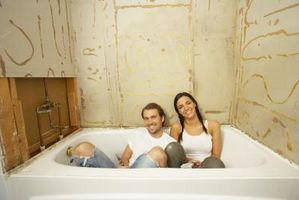 Cómo enmarcar una pared de la bañera