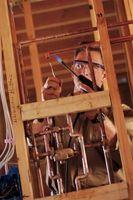 Cómo conectar un tubo de cobre de un tubo de hierro con la expansión
