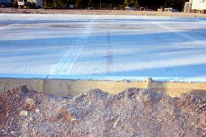Cómo construir una base para un cobertizo galvanizado