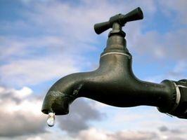 ¿Por qué tengo baja presión de agua en un grifo al aire libre Nuevo?