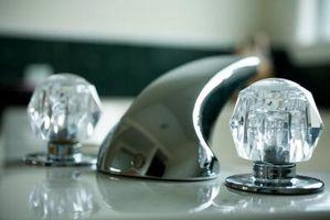 Cómo quitar el mando del grifo del cuarto de baño