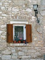 Cómo reemplazar ventanas de marcos de madera con ventanas de vinilo