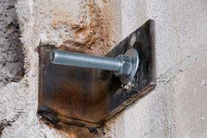 El procedimiento para enhebrar un orificio de metal