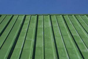 ¿En qué dirección caso de un techo de metal se aplicará si los vientos fuertes son una consideración?