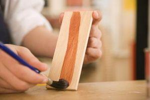 Cómo conseguir un acabado de cerezo en gabinetes de arce