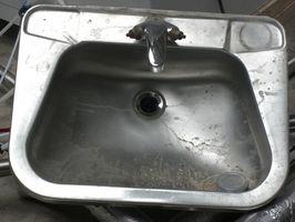 Remedios caseros para limpiar un fregadero de acero inoxidable